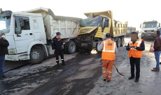 إصطدام قوي بين مجموعة من الشاحنات يرسل ثلاثة أشخاص في حالة حرجة الى المستشفى