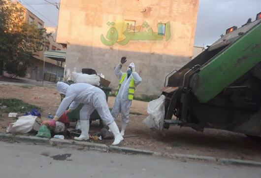 عمال النظافة.. عيون ساهرة على نظافة الأحياء في زمن كورونا أمام استهتار و لامبالاة بعض الساكنة