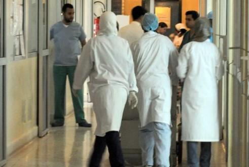 """""""فيروس كورونا"""" يودي بحياة ثلاثة أطباء بالمغرب في يوم واحد"""