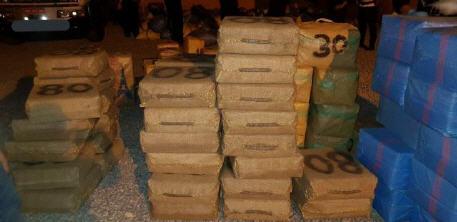 حجز أطنان من مخدر الشيرا على متن شاحنة لنقل البضائع (الصور)