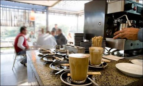 الحكومة تكشف عن شروط إعادة فتح المقاهي والمطاعم بالمغرب