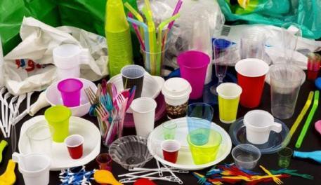 علماء مدافعين عن البيئة،.. كورونا لا ينتقل عبر المنتجات البلاستيكية