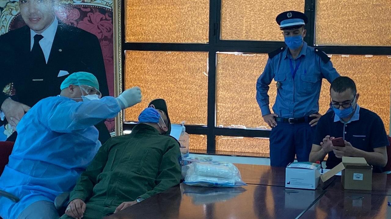 المديرية الاقليمية للجمارك بوجدة تنظم حملة طبية لفحص موظيفها ضد فيروس كورونا