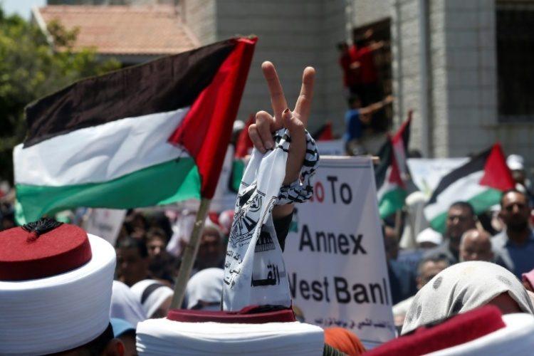 """اتفاق """"السلام"""" الإماراتي الإسرائيلي الفلسطينيون يرفضون التطبيع وأبو ظبي تبرر موقفها"""