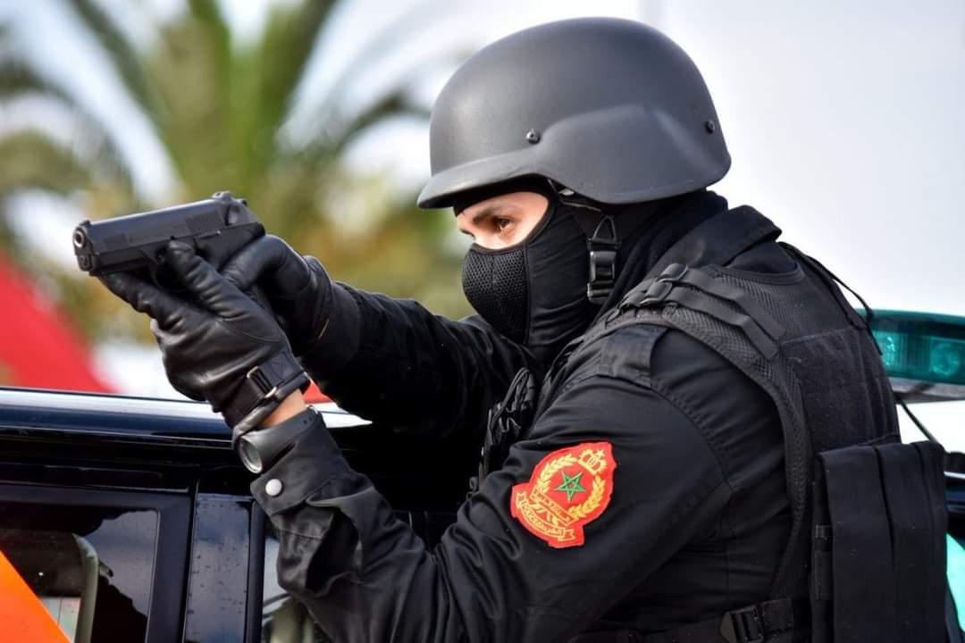 حارس أمن يضطر لاستعمال سلاحه الوظيفي لتوقيف أشخاص عرضوا سلامة المواطنين وعناصر الشرطة لتهديد خطير
