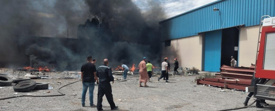 نشوب حريق بمستودع للمواد الغذائية، بالحي الصناعي بمدينة سلوان