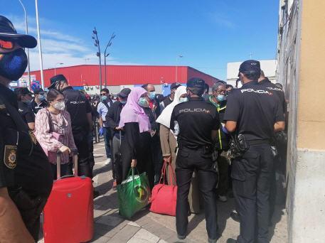 المغرب يشرع في إجلاء حوالي 150 امرأة مغربية عالقة في مدينة سبتة المحتلة