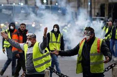 """نشطاء """"السترات الصفراء"""" يعودون إلى شوارع فرنسا لبدء سلسلة من التحركات والتظاهرات  """