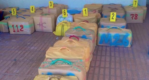 إجهاض عملية للتهريب الدولي للمخدرات وحجز 940 كيلوغرام من مخدر الشيرا.