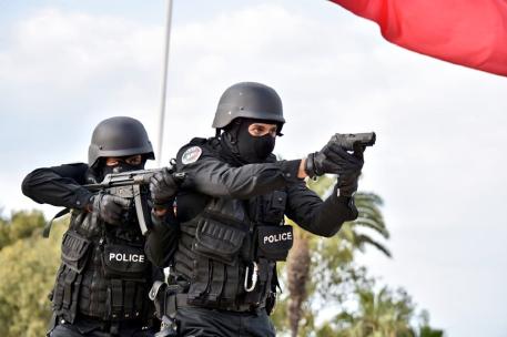 مفتش شرطة يضطر لاستعمال سلاحه الوظيفي لتوقيف شخص عرض أمن المواطنين وسلامة عناصر الشرطة لتهديد خطير