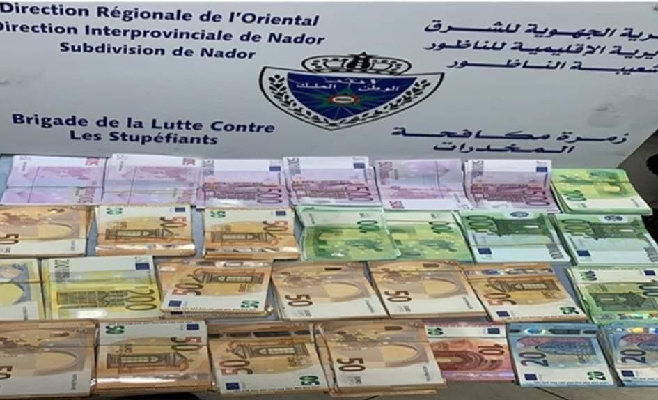 جمارك زمرة مكافحة المخدرات بالمحطة البحرية بالناظور تنجح في مصادرة مبلغ مهمّ من العملة الصعبة