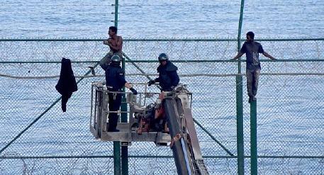 """معطيات جديدة عن السياج الحدودي الجديد""""الغير المؤذي""""  الفاصل بين مليلية المحتلة والمغرب"""