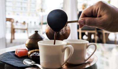 """خبراء الصحة شرب القهوة قبل الفطور.. تحذير طبي من""""خطر كبير"""""""