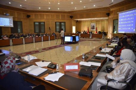 مجلس جهة الشرق يعلن عن خلق صندوق لدعم ممتهنات التهريب المعيشي ويصادق على مشروع ميزانية 2021