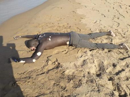 البحر يلفظ جثة أفريقي بالسعيدية