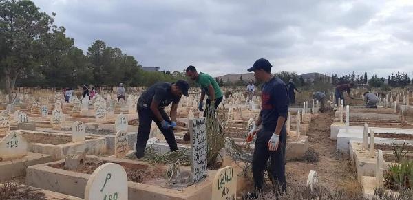 محسنة ببركان تقود حملة نظافة المقبرة المحمدية