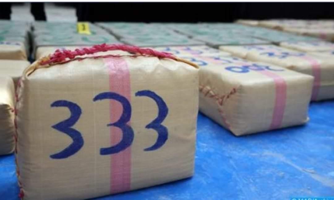 إحباط محاولة للتهريب الدولي للمخدرات، وحجز 680 كيلوغراما من مخدر الشيرا.