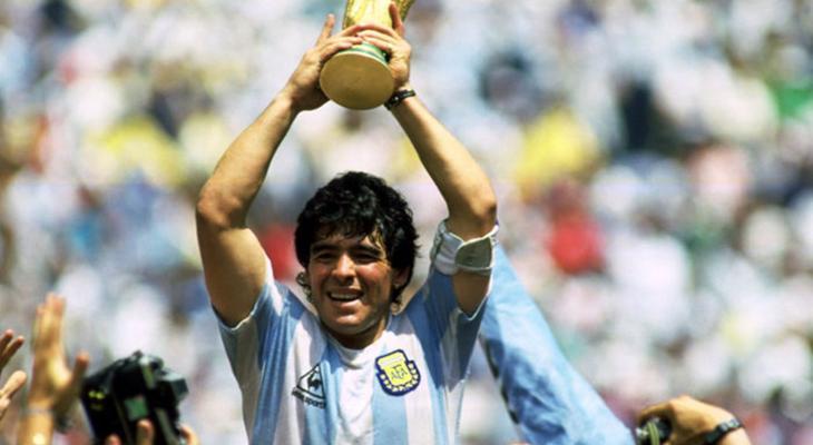 وفاة أسطورة الكرة الأرجنتينية دييجو مارادونا بسكتة قلبية