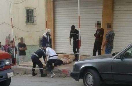 بسبب خلاف بينهما زوج يطعن زوجته المغربية في الشارع العام