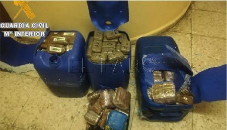 اعتقال 3 صيادين مغاربة بحوزتهم 90 كيلوغرام من الحشيش على متن قارب صيد