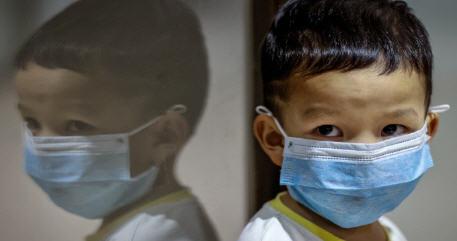 الكشف عن أعراض السلالة الجديدة لفيروس كورونا لدى الأطفال