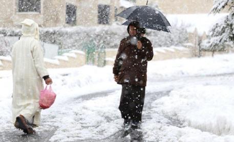 تساقطات ثلجية وطقس بارد، وذلك ابتداء من يوم غد الجمعة وإلى غاية يوم الاثنين المقبل.