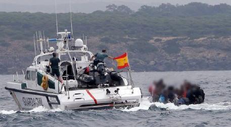 مصالح الإنقاذ البحري الإسباني اعتراض 46 مهاجرا سريا من جنسية جزائرية بسواحل ألميريا