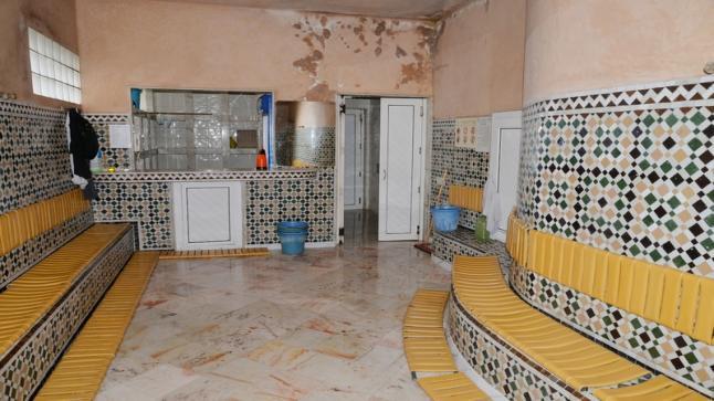 الحكومة تعلن عن تعويض مستخدمي الحمامات التقليدية المتوقفين عن العمل جراء تفشي جائحة فيروس كورونا
