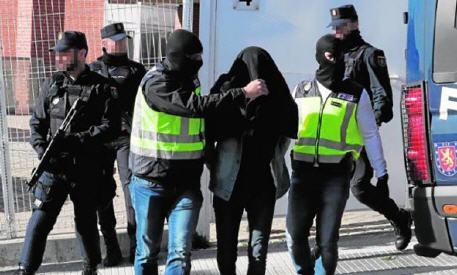 الشرطة الإسبانية تفكك خلية إرهابية يشتبه بأنها تمول تنظيم القاعدة