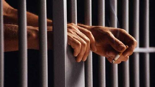 مسجون كان  موضوعا رهن الحراسة الطبية يلقي بنفسه من نافذة مرفق صحي بالطابق الثاني بمستشفى وجدة