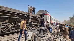 وفاة 32 مواطناً وإصابة 66 آخرين في حادث تصادم قطارين