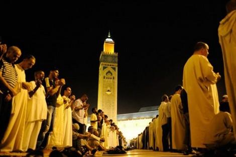 الأوقاف تراسل أئمة المساجد وتمنع أداء التراويح وصلاتي العشاء والفجر