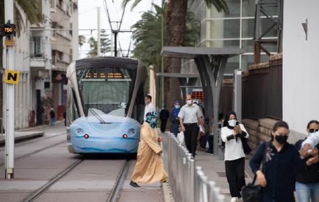 """بعد تخفيف الإجراءات الاحترازية.. وزارة الصحة تحذر المغاربة من عواقب التراخي أمام جائحة """"كورونا"""""""