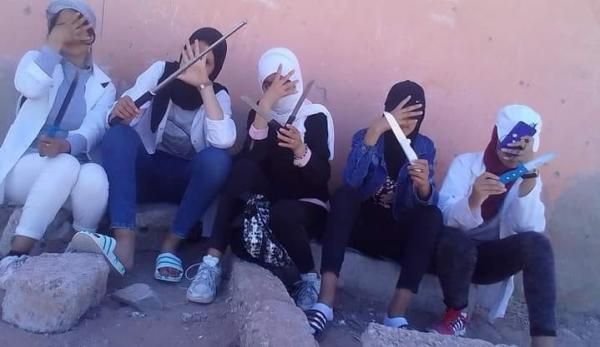 في مشهد لم يتعود عليه المغاربة..إعتقال خمسة فتيات قاصرات ظهرن يحملن اسلحة بيضاء