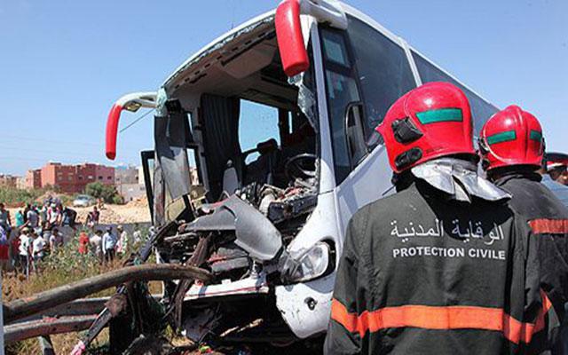 مصرع شخصين وإصابة 30 آخرون في حادث انقلاب حافلة لنقل المسافرين
