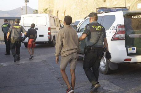 مكتب المدعي العام الإسباني يفتح تحقيق في خروقات طالت عملية ترحيل مهاجرين قاصرين الى المغرب