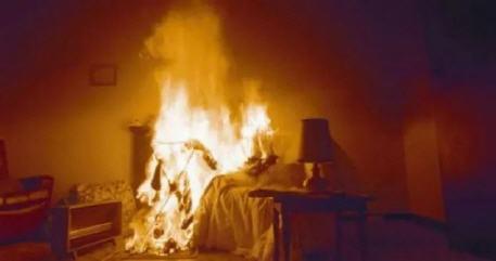 تحذير للرجال… زوجة تشعل النار في زوجها بسبب كثرة استخدامه للهاتف
