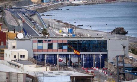 إسبانية تقرر تمديد إغلاق معبري سبتة ومليلية المحتلتين إلى غاية متم شهر يونيو المقبل