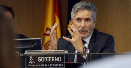 وزير الداخلية الإسباني  حوالي 6000 مغربي دخلوا مدينة سبتة