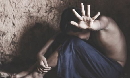 فضيحة.. إغتصاب طفل قاصر من طرف خاله في مرحاض