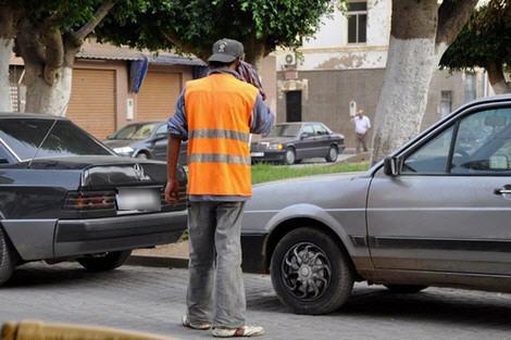 إدانة ستة حراس للسيارات غير مرخصين بعد سقوطهم في قبضة مسؤول قضائي كبير