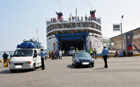 أمن المراقبة الحدودية على مستوى ميناء الناظور يتمكن من ضبط 36 مسافر أدلوا بشواهد مزورة كوفيد 19